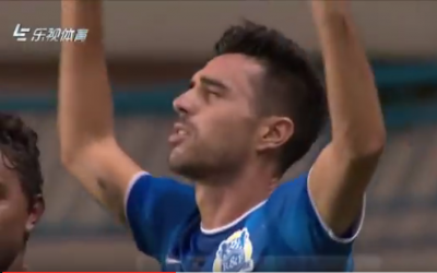 Israeli soccer star Eran Zahavi celebrates his first goal in his debut match in China, July 2, 2016. (screen capture: YouTube)