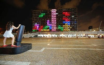The giant, 3,000-meter Tetris game set up on the side of Tel Aviv's City Hall in August 2016 (Courtesy Guy Yehieli)