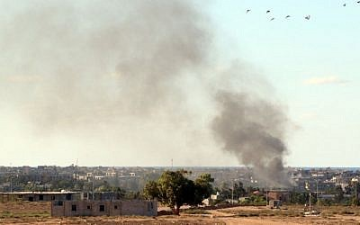 Smoke billows from buildings after the air force from the pro-government forces loyal to Libya's Government of National Unity (GNA) fired rockets targeting Islamic State (IS) group positions in Sirte on July 18, 2016. (AFP PHOTO / MAHMUD TURKIA)