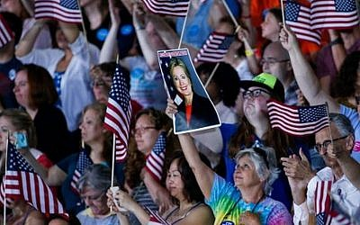 Supporters await the arrival of US Democratic presidential nominee Hillary Clinton during a rally in Philadelphia, Pennsylvania on July 29, 2016. (AFP PHOTO / EDUARDO MUNOZ ALVAREZ)
