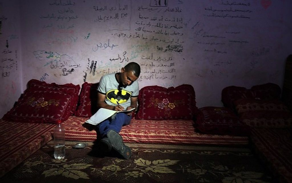Palestinian singer Adel Meshoukhi writing at his home in Rafah in the southern Gaza Strip, July 29, 2016. (AFP /SAID KHATIB)
