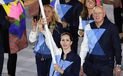 Israel's flagbearer Neta Rivkin leads her delegation during the opening ceremony of the Rio 2016 Olympic Games at the Maracana stadium in Rio de Janeiro on August 5, 2016. (AFP PHOTO / OLIVIER MORIN)