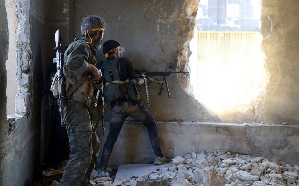 Rebel fighters fire towards positions of regime forces in Ramussa on the southwestern edges of Syria's northern city of Aleppo on August 6, 2016. Syrian rebels said they have broken a three-week government siege of second city Aleppo, turning the tables on Russian-backed regime forces who are now on the defensive. / AFP PHOTO / FADI AL-HALABI