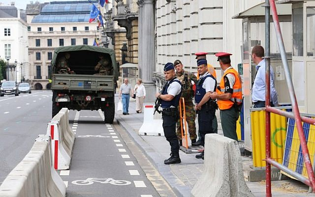 Police outside of the Belgian Prime Minister's Office in Brussels on August 7, 2016. (AFP/Belga/Nicolas Maeterlinck)