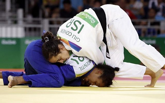 Israel's Gili Cohen (in white) competes with Mauritius' Christianne Legentil, during their women's -52kg judo contest match of the 2016 Olympic Games in Rio de Janeiro, August 7, 2016. (AFP/Jack GUEZ)
