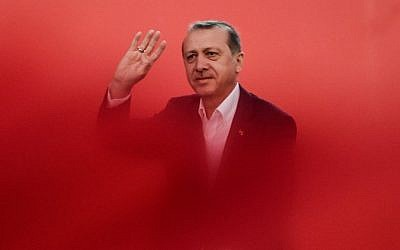 Turkish President Recep Tayyip Erdogan greets supporters on August 7, 2016 in Istanbul during a rally against the failed military coup on July 15. (AFP PHOTO / OZAN KOSE)