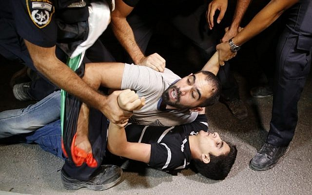 Israeli police arrest Palestinian protesters during a demonstration against administrative detention and in support of Palestinian prisoner Bilal Kayed, who has been fasting for 53 days over his detention without trial, outside the Ashkelon hospital where he is being held on August 9, 2016. (AFP PHOTO / AHMAD GHARABLI)