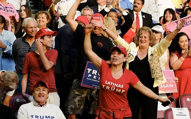 Supporters of US Republican presidential candidate Donald Trump cheer during a campaign rally in Fort Lauderdale, Florida, August 10, 2016. (AFP/Gaston De Cardenas)