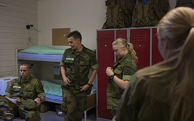 Female and male army recruits stand in their room in the barracks at the armored battalion in Setermoen, northern Norway on August 11, 2016.  Norway has become the first NATO member to have compulsory conscription for women as well as men in the army. Recently, the first batch of army recruits joined the ranks in The Armored Battalion in the Norwegian Army located in Setermoen in northern Norway.    / AFP PHOTO / KYRRE LIEN / TO GO WITH AFP STORY BY PIERRE-HENRY DESHAYES