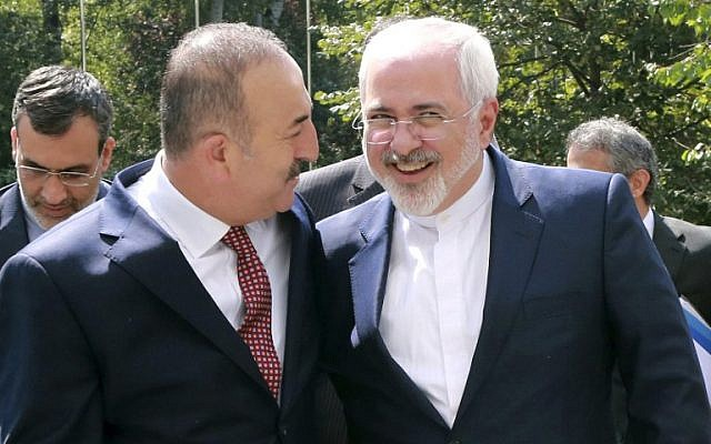 Turkish Foreign Minister Mevlut Cavusoglu (L) welcomes his Iranian counterpart Mohammad Javad Zarif for a meeting at the Foreign Ministry in Ankara on August 12, 2016. (AFP/Adem Altan)