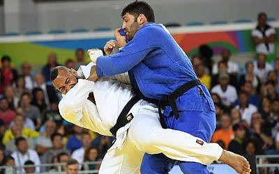 Illustrative: Netherlands' Roy Meyer (white) competes with Israel's Or Sasson during their men's +100kg judo contest quarterfinal match of the Rio 2016 Olympic Games in Rio de Janeiro on August 12, 2016. (AFP/Toshifumi Kitamura)