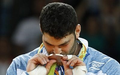 Bronze medalist Or Sasson celebrates on the podium of the men's over-100kg judo contest at the Olympic Games in Rio de Janeiro, Brazil, August 12, 2016. (AFP/Jack Guez)