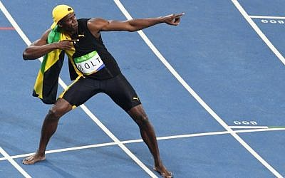 Jamaica's Usain Bolt celebrates after he won the Men's 100m Final during the athletics event at the Rio 2016 Olympic Games at the Olympic Stadium in Rio de Janeiro on August 14, 2016.  (AFP / Yasuyoshi Chiba)