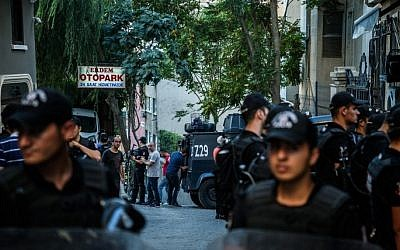 File: Turkish police in Istanbul on August 16, 2016. (AFP Photo/Ozan Kose)