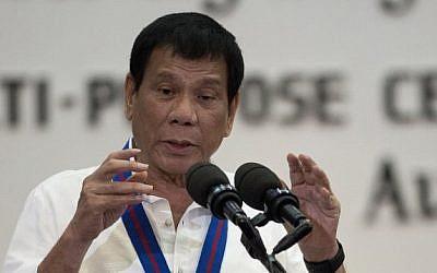 Philippine President Rodrigo Duterte speaks on August 17, 2016. (AFP/Pool/Noel Celis)