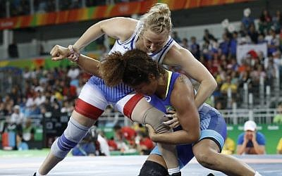 Israel's Ilana Kratysh competes with Brazil's Gilda Maria de Oliveira  in the women's wrestling 69kg freestyle qualification match at the Rio 2016 Olympic Games, Rio de Janeiro, August 17, 2016. (AFP/Jack Guez)