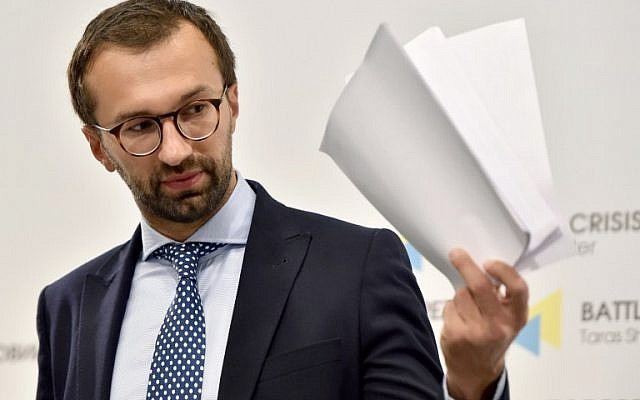 Ukrainian journalist and member of parliament Serhiy Leshchenko holds pages showing allegedly signings of payments to Donald Trump's presidential campaign chairman Paul Manafort from an illegal shadow accounting book of the party of former Ukrainian president Viktor Yanukovych during a press conference in Kiev on August 19, 2016. (AFP PHOTO/SERGEI SUPINSKY)