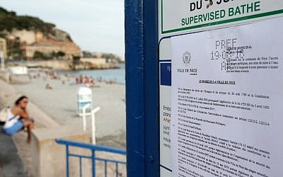 A bylaw forbidding women to wear a burkini on the beach can be seen in this August 19, 2016 image taken in Nice, southeastern France. (AFP PHOTO/JEAN CHRISTOPHE MAGNENET)