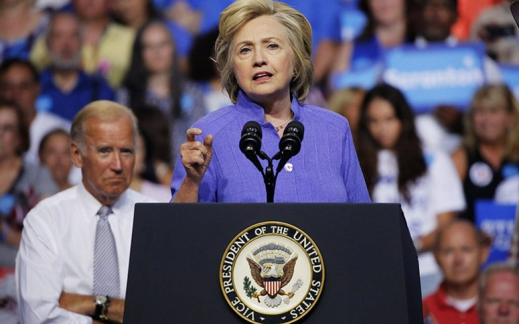 Democratic presidential nominee Hillary Clinton speaks at a campaign rally with Vice President Joe Biden (L) in Scranton, Pennsylvania on August 15, 2016. (AFP PHOTO/DOMINICK REUTER)