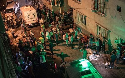 Ambulances arrive at the site of an explosion on August 20, 2016 in Gaziantep following a late night militant attack on a wedding party in southeastern Turkey. (AFP/ AHMED DEEB)