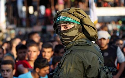 A Palestinian member of the al-Qassam Brigades, the armed wing of the Hamas movement, takes part in a anti-Israel military parade marking the second anniversary of the killing of Hamas's military commanders Mohammed Abu Shamala and Raed al-Attar on August 21, 2016 in Rafah in the southern Gaza Strip. (AFP PHOTO / SAID KHATIB)