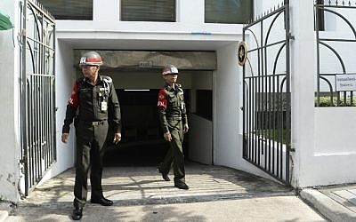 File: Thai soldiers guard the gates at the Military Court in Bangkok after two Chinese nationals were transported inside to stand trial for the Erawan Shrine bombings , August 23, 2016. (Munir Uz Zaman/AFP)