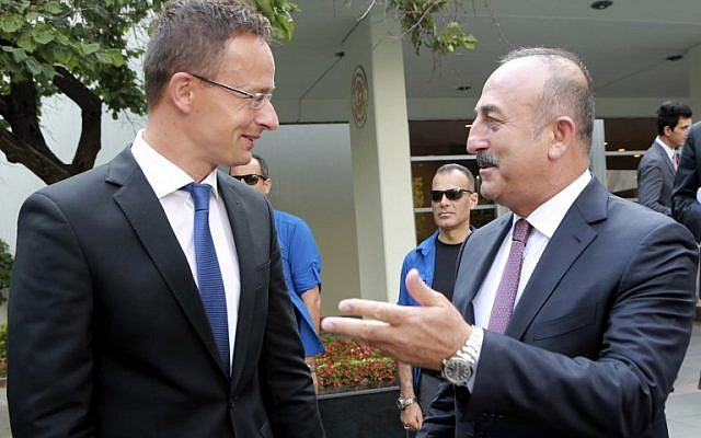 Turkish Foreign Minister Mevlut Cavusoglu, right, gestures as he welcomes Hungarian counterpart Peter Szijjarto for a meeting in Ankara on August 23, 2016. (AFP/ADEM ALTAN)