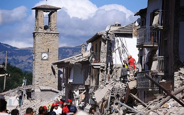 Firemen and rescuers inspect damaged buildings  in Amatrice after a powerful earthquake rocked central Italy,  August 24, 2016. (AFP/FILIPPO MONTEFORTE)