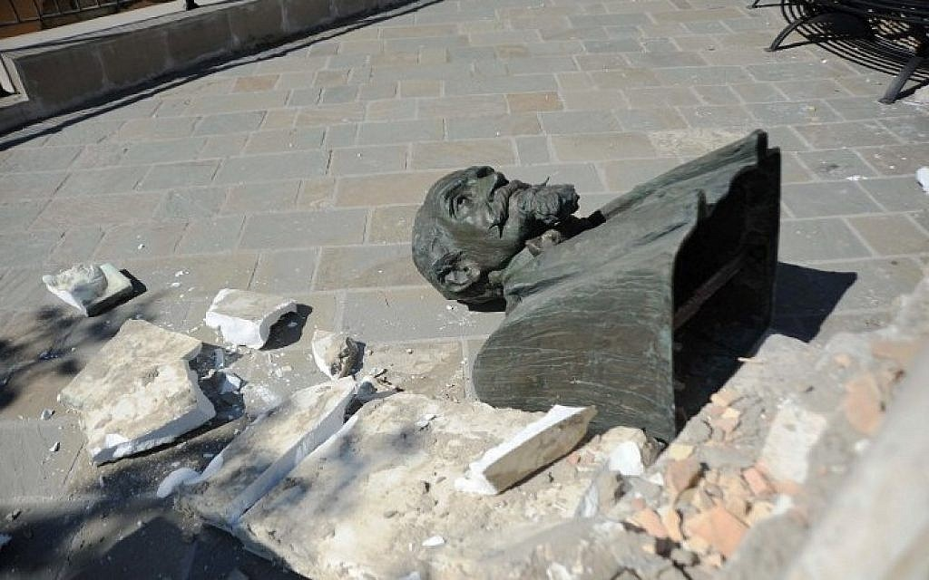 This picture taken on August 24, 2016, shows a broken statue lying on the ground in Accumoli after a strong earthquake hit central Italy. A powerful pre-dawn earthquake devastated mountain villages in central Italy on August 24, 2016, leaving at least 38 people dead and dozens more injured, trapped or missing. Scores of buildings were reduced to dusty piles of masonry in communities close to the epicentre of the quake, which had a magnitude of between 6.0 and 6.2, according to monitors.  / AFP PHOTO / MARCO ZEPPETELLA