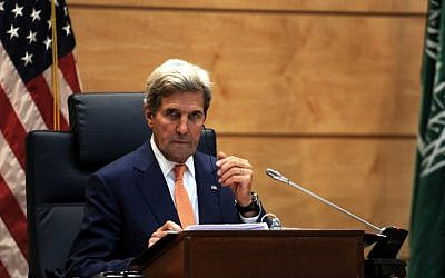 US Secretary of State John Kerry speaks to the press following a meeting on August 25, 2016 in the Saudi capital Jeddah with Gulf officials, a British minister and the UN peace envoy to Yemen. (AFP PHOTO/STR)