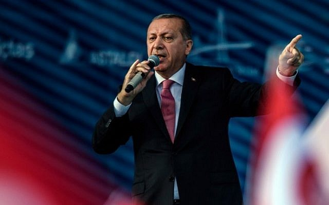 Turkish President Recep Tayyip Erdogan delivers a speech during the inauguration of the Yavuz Sultan Selim bridge in Istanbul on August 26, 2016. (AFP/Ozan Kose)