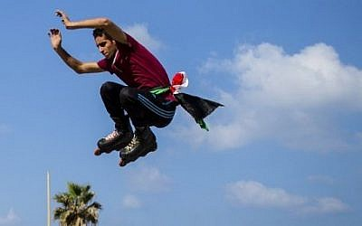 A young Palestinian roller-skates on the corniche in Gaza City on August 27, 2016. (AFP PHOTO / MAHMUD HAMS)