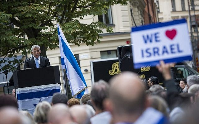 """Israeli politician Yair Lapid addresses the crowed during a """"'Taking Back Zionism'"""" demonstration for Israel on August 28, 2016 at the Raoul Wallenberg Square in Stockholm. (AFP/Jonathan Nackstrand)"""