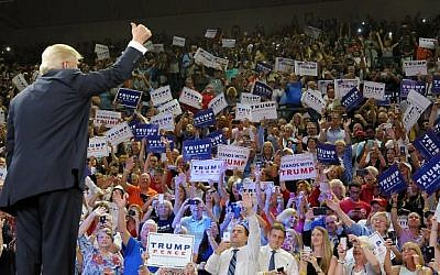 Republican presidential candidate Donald Trump thumbs-up the crowd during a campaign event at Trask Coliseum on August 9, 2016 in Wilmington, North Carolina. (Sara D. Davis/Getty Images/AFP)