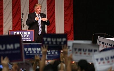 Republican Presidential candidate Donald Trump acknowledges the high temperature, after addressing supporters on August 13, 2016 in Fairfield, Connecticut. ( John Moore/Getty Images/AFP)