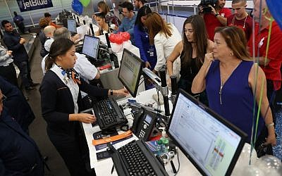 Passengers check in at the ticket counter in the Fort Lauderdale-Hollywood International Airport for JetBlue Flight 387 the first scheduled commercial flight to Cuba since 1961 on August 31, 2016. (Joe Raedle/Getty Images/AFP)
