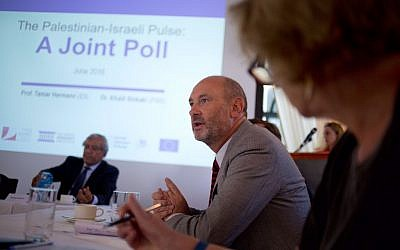 David J. Geer of the European Union Representative Office in Jerusalem at a press conference about public opinions on the two-state solution to the Israeli-Palestinian conflict, Jerusalem, August 22, 2016. (Konrad-Adenauer-Stiftung)