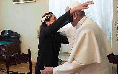 Singer Achinoam Nini, known internationally as Noa, meets Pope Francis in Krakow, Poland in late July.  (Screen capture Achinoam Nini Facebook)