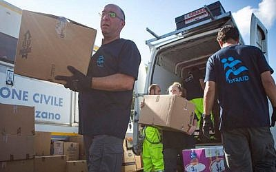 IsraAID volunteers help bring supplies to earthquake victims in Scai, Italy. August 27, 2016. (Courtesy)