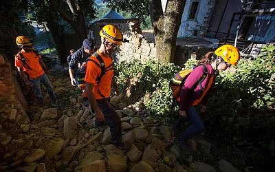 IsraAID volunteers help rescue teams search amid rubble in Scai, Italy. August 27, 2016. (Courtesy)