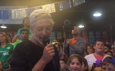 Reggae singer Matisyahu performs at a Jewish Orthodox summer camp in Pennsylvania in August 2016 (YouTube screenshot)