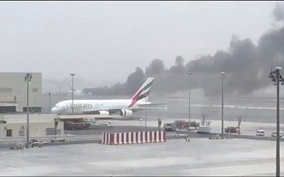 Smoke pouring from Emirates flight EK521 after landing in Dubai International Airport August 3, 2016 (Screen capture: Facebook)
