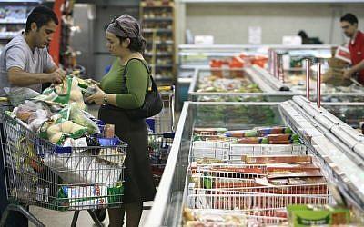 Illustrative: Israeli shoppers buy food from the frozen section of Rami Levi supermarket in Talpiot, Jerusalem. (Nati Shohat/Flash 90)