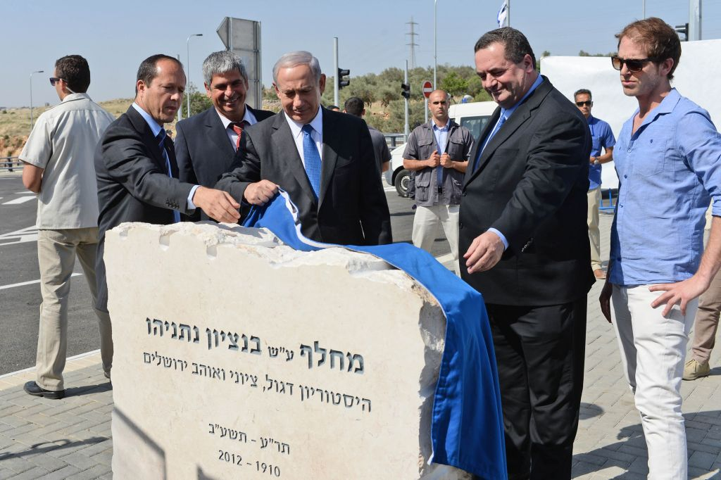 Prime Minister Benjamin Netanyahu, Minister of Transportation Yisrael Katz ( R), Mayor of Jerusalem Nir Barkat (L) and Jerusalem Deputy Mayor and chairman of the Jerusalem Planning and Building Committee Kobi Kahlon (2L) at an inauguration ceremony of a new interchange on the Begin expressway named after Benzion Netanyahu, the PM's late father, west of the Beit Hanina Arab neighborhood of Jerusalem, on May 5, 2013. (Kobi Gideon/GPO/Flash 90)