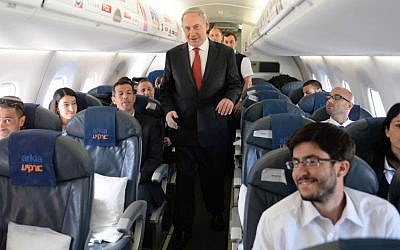 Prime Minister Benjamin Netanyahu boards a plane to go on an official state visit to Poland on June 12, 2013. (Kobi Gideon / GPO /Flash 90