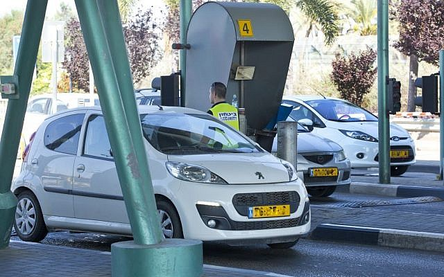 Security seen checking cars at the entrance to Ben Gurion International Airport. (Moshe Shai/FLASH90)