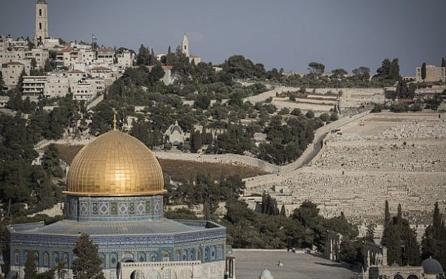 View of the Dome of the Rock on the Temple Mount, in the Old City of Jerusalem, with the Mount of Olives behind it, on September 29, 2015 (Hadas Parush/Flash90)