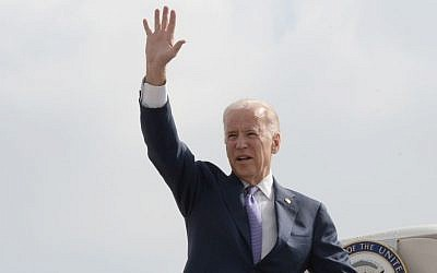 US Vice President Joe Biden waving as he boards his plane after after a two days visit to Israel. (Matty Stern/US Embassy of Tel Aviv)