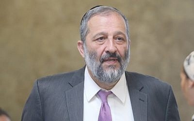 Interior Minister Aryeh Deri arrives for the weekly cabinet meeting at the Prime Minister's Office, Jerusalem, July 17, 2016. (Alex Kolomoisky/Pool)