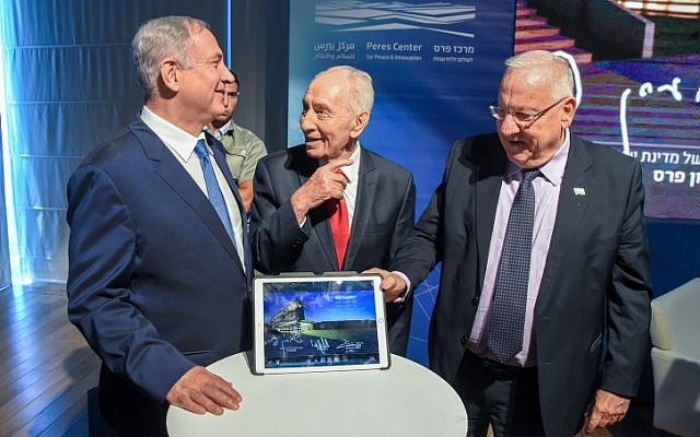 Prime Minister Benjamin Netanyahu, President Reuven Rivlin and former president Shimon Peres at the launch of a a new Israeli Innovation Center in Jaffa on July 21, 2016. (Yair Sagi/POOL)